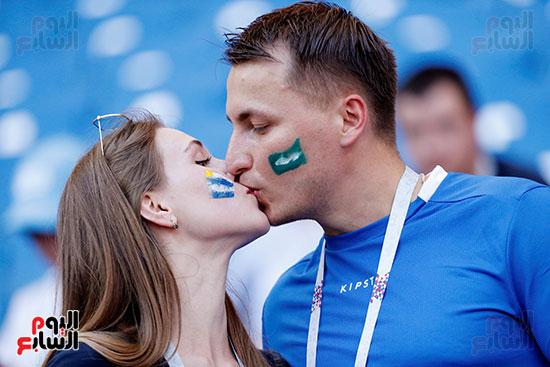 قبلات الجماهير قبل المباراة