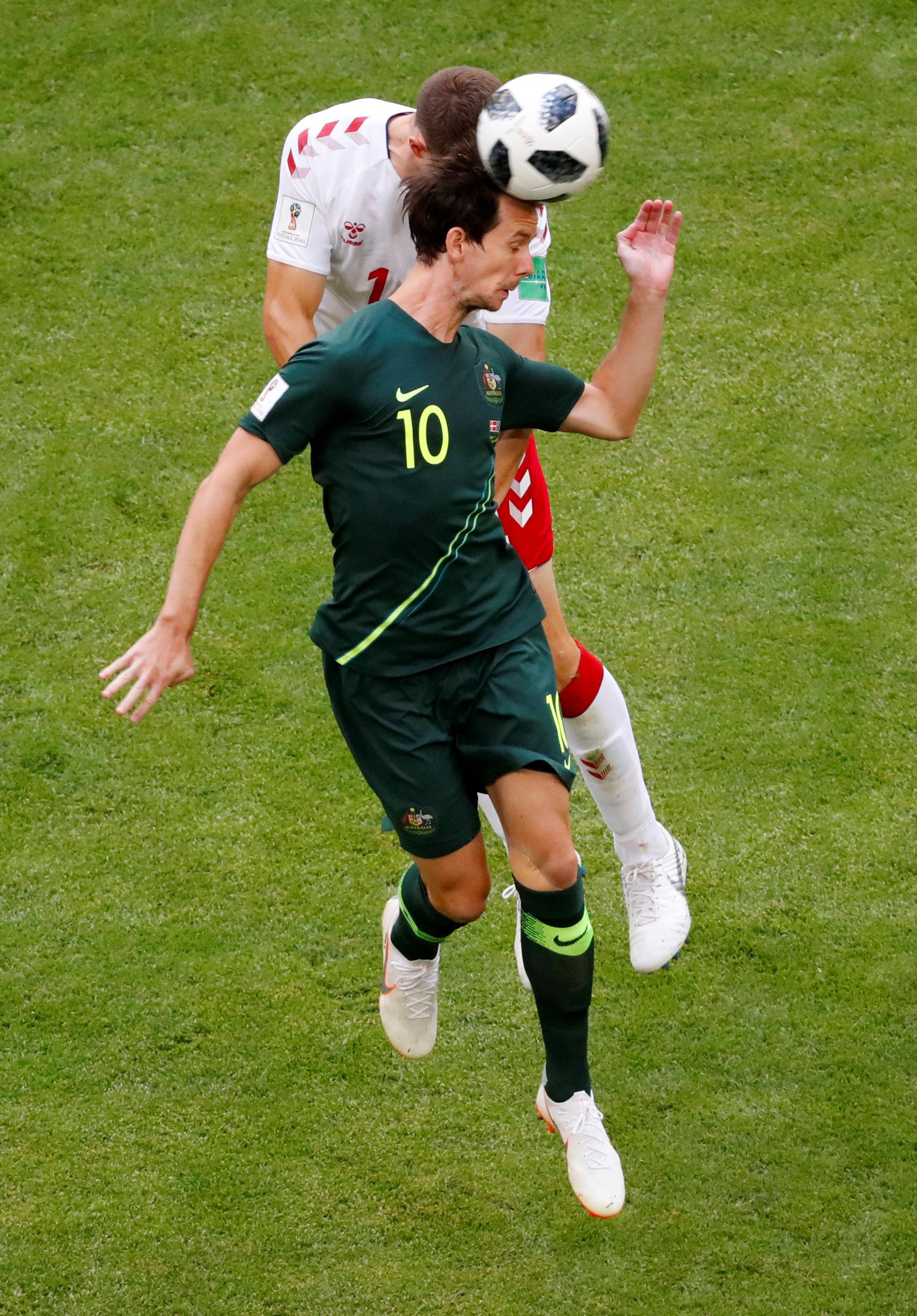 مباراة استراليا والدنمارك (6)
