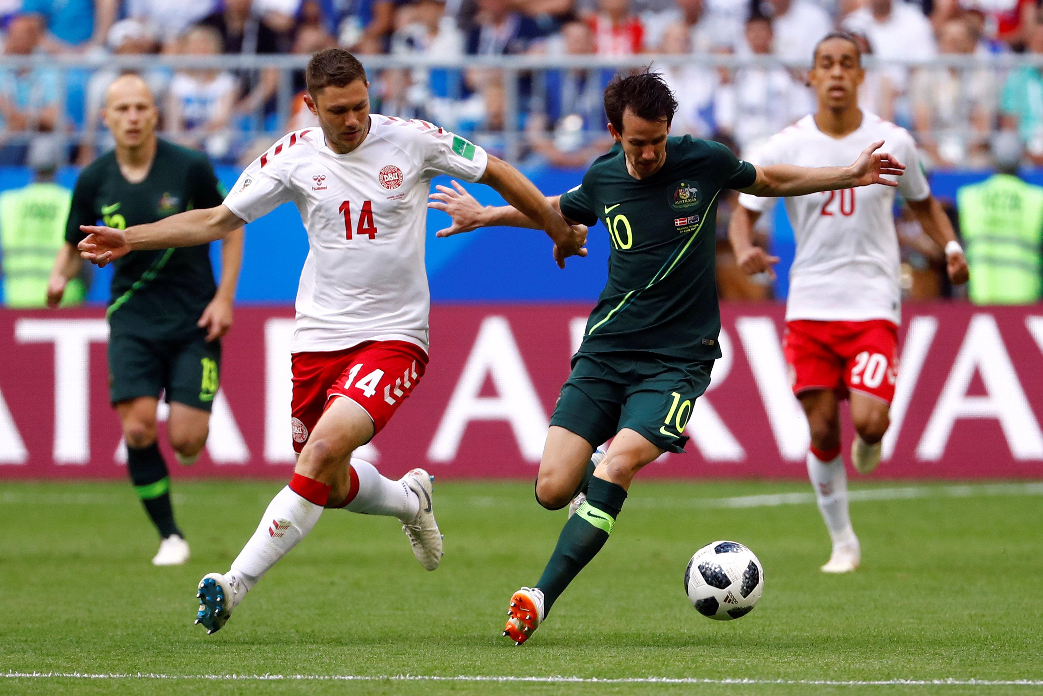 مباراة استراليا والدنمارك (5)