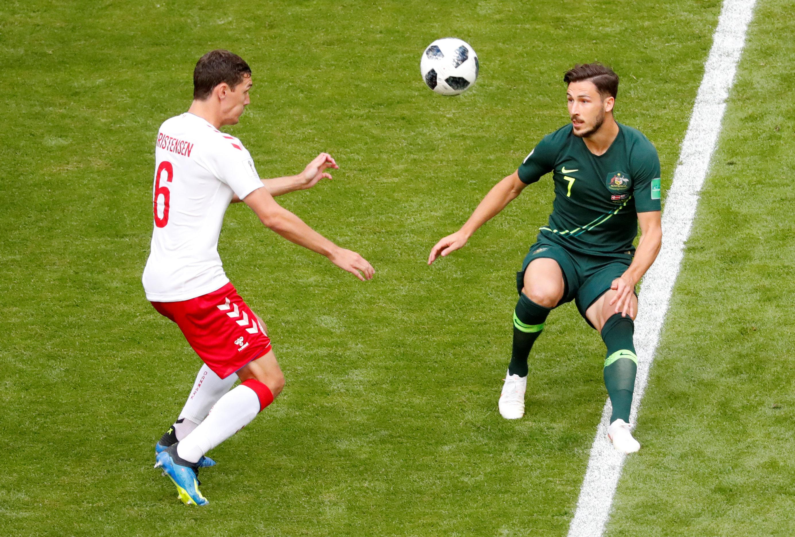 مباراة استراليا والدنمارك (11)