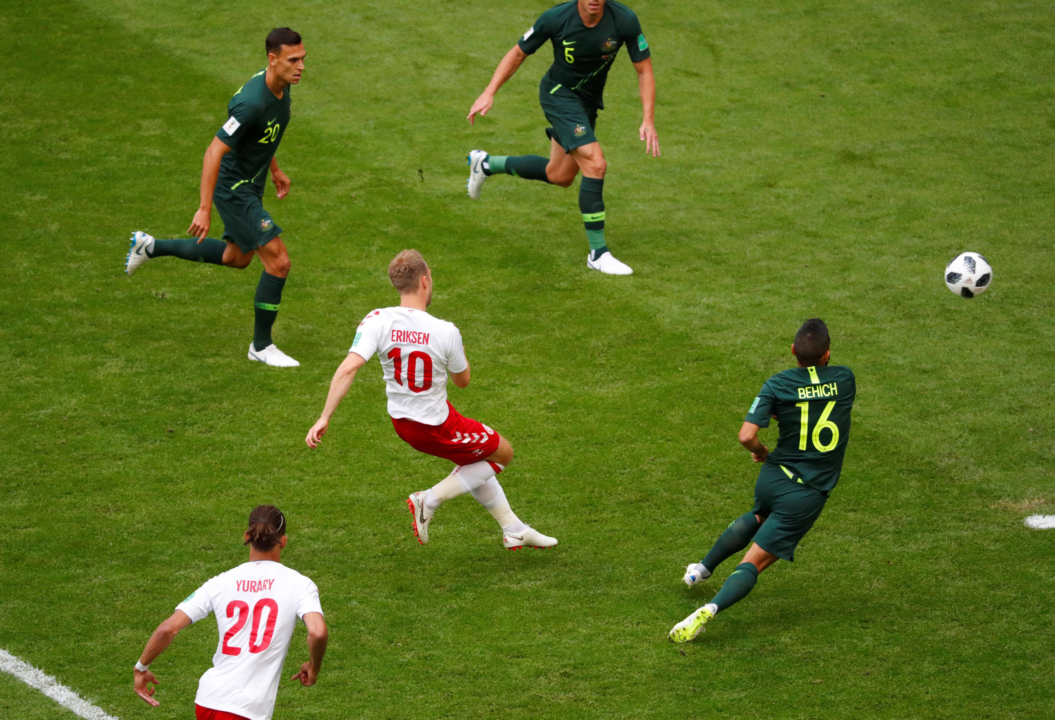 مباراة استراليا والدنمارك (12)