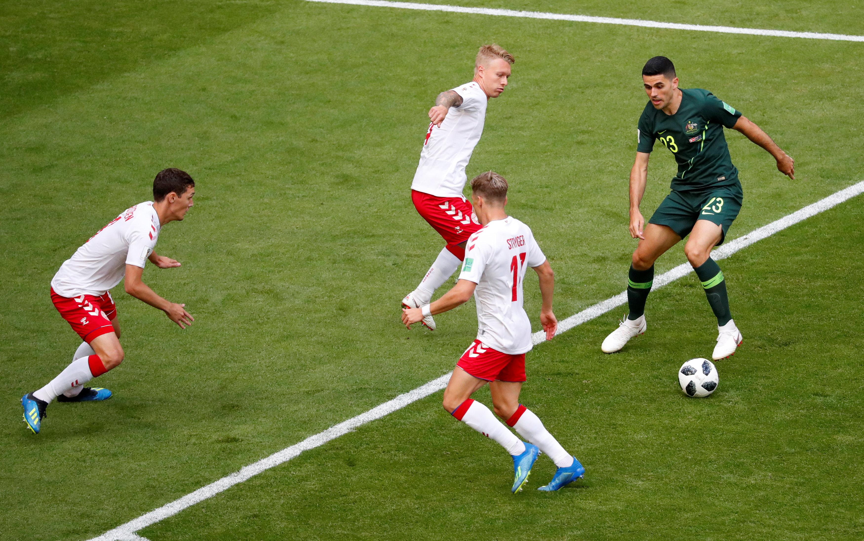 مباراة استراليا والدنمارك (10)