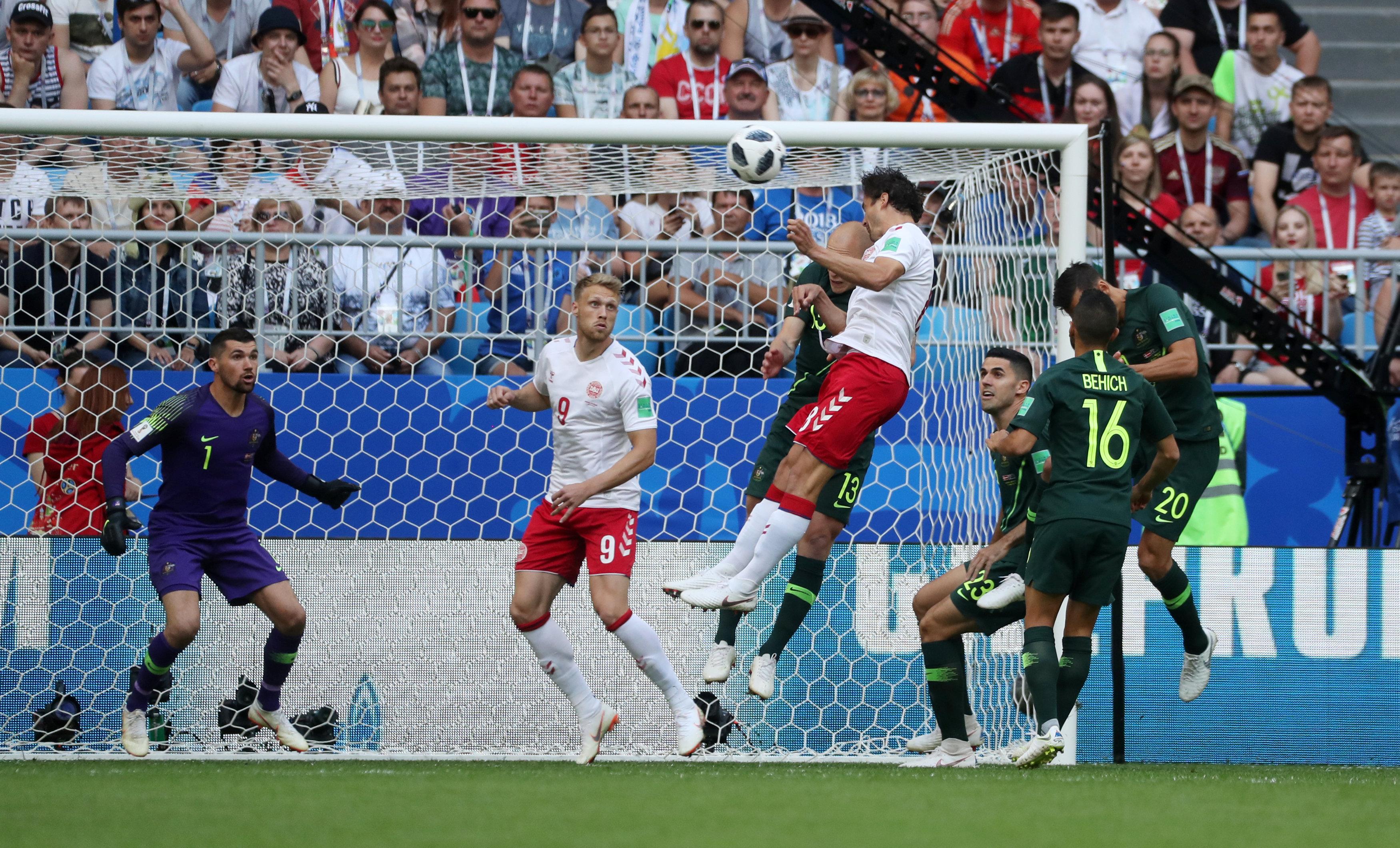 مباراة استراليا والدنمارك (3)