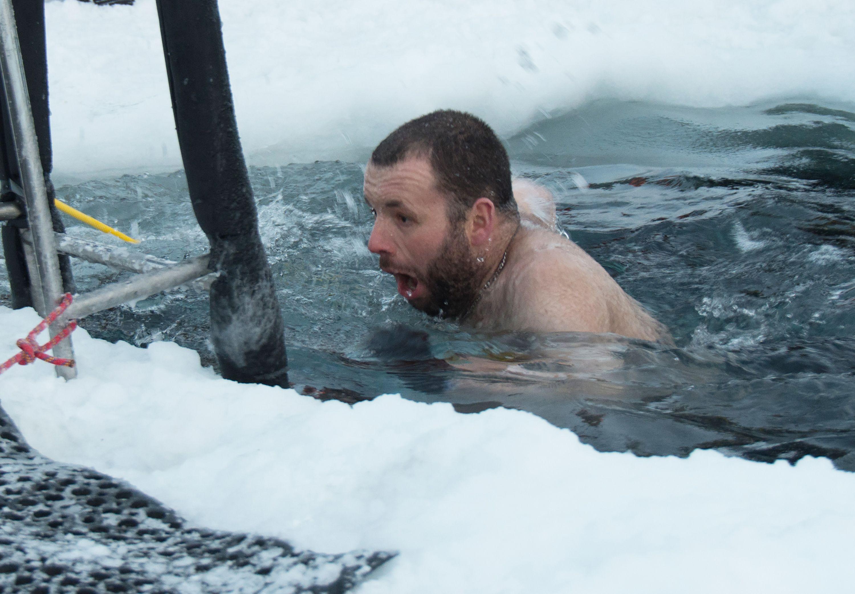 الغطس فى فى المياه الجليدية