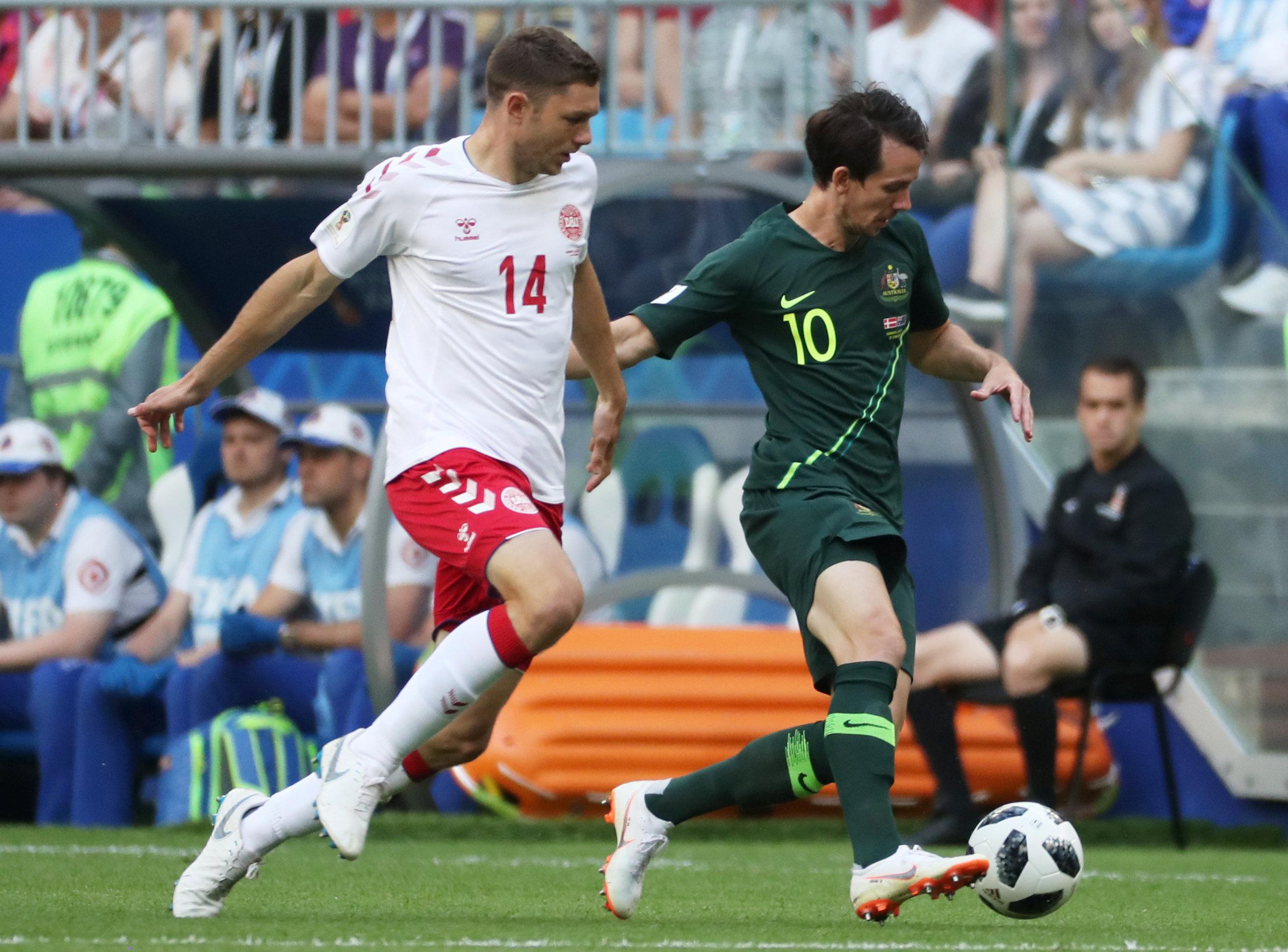 مباراة استراليا والدنمارك (7)