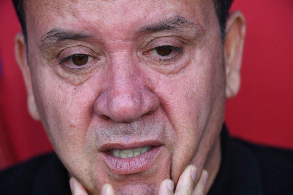 دموع مدرب منتخب تونس فى كأس العالم
