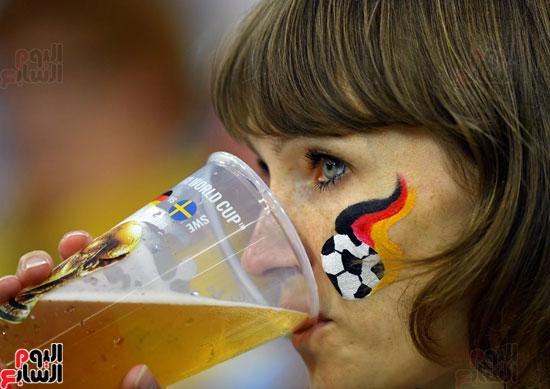 مشجعة ألمانية قبل المباراة