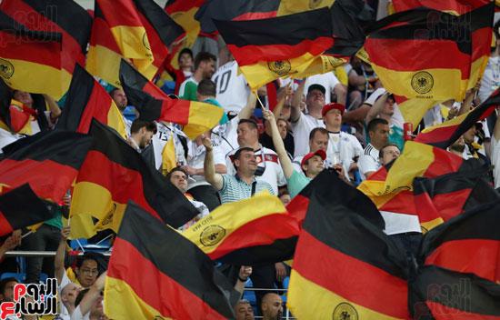 الأعلام الألمانية فى المدرجات