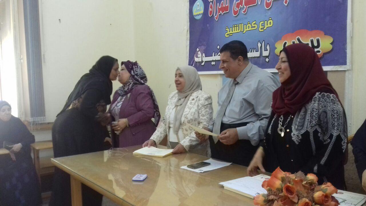2-             منح شهادات امان للسيدات بكفر الشيخ