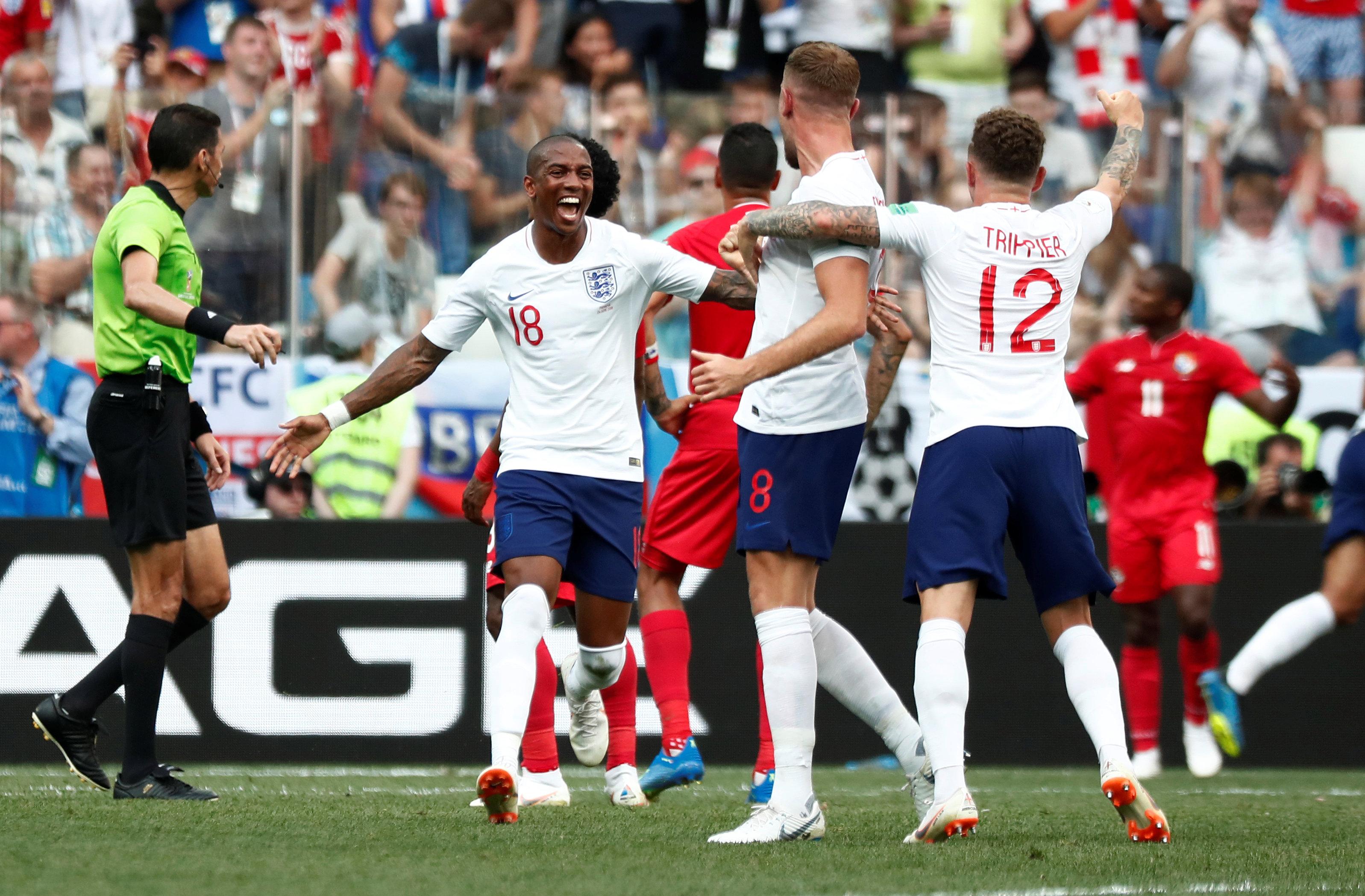 الحكم المصرى جهاد جريشة يدير مباراة إنجلترا وبنما