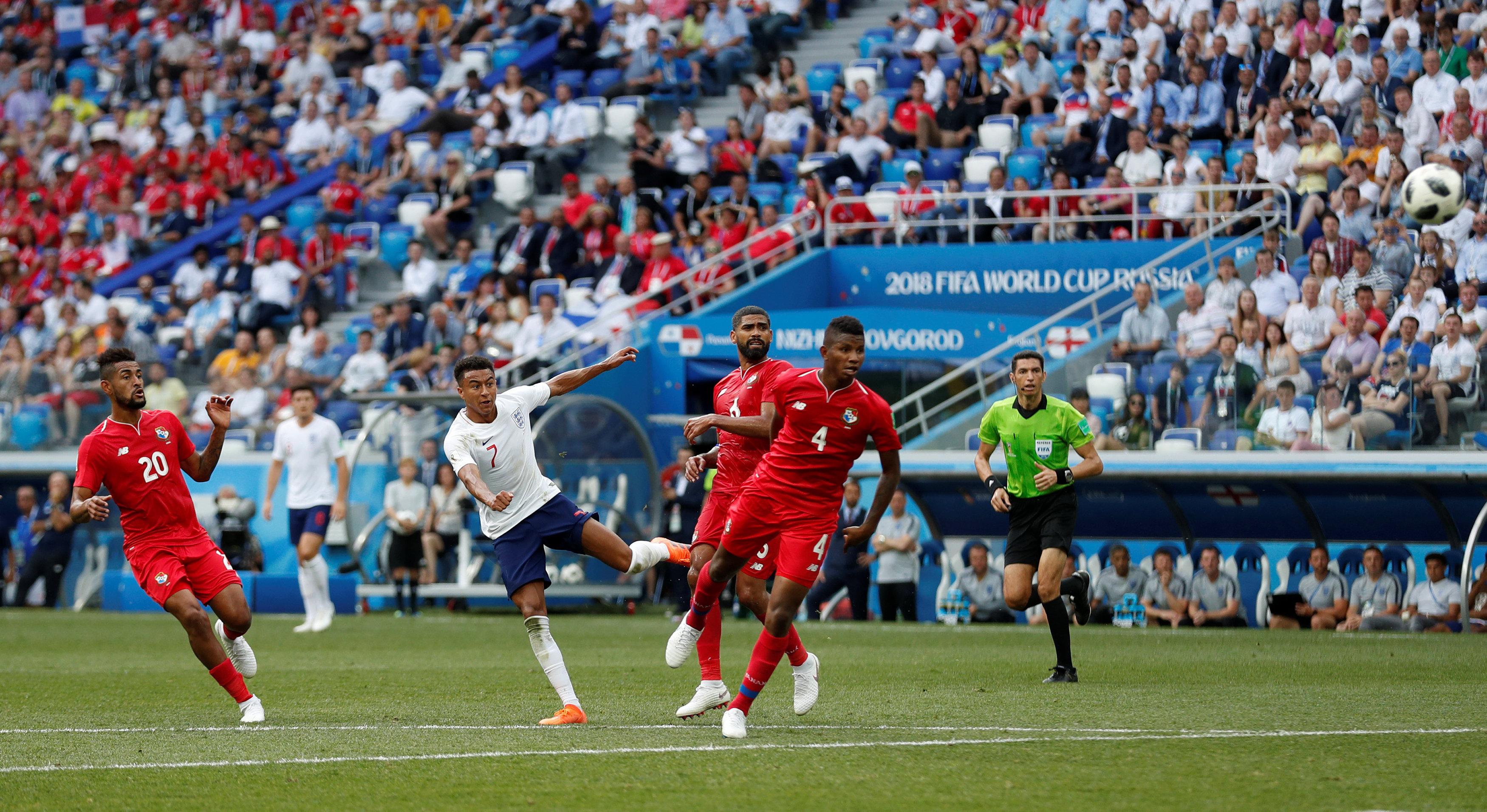 جهاد جريشة يتابع مجريات مباراة إنجلترا وبنما داخل الملعب