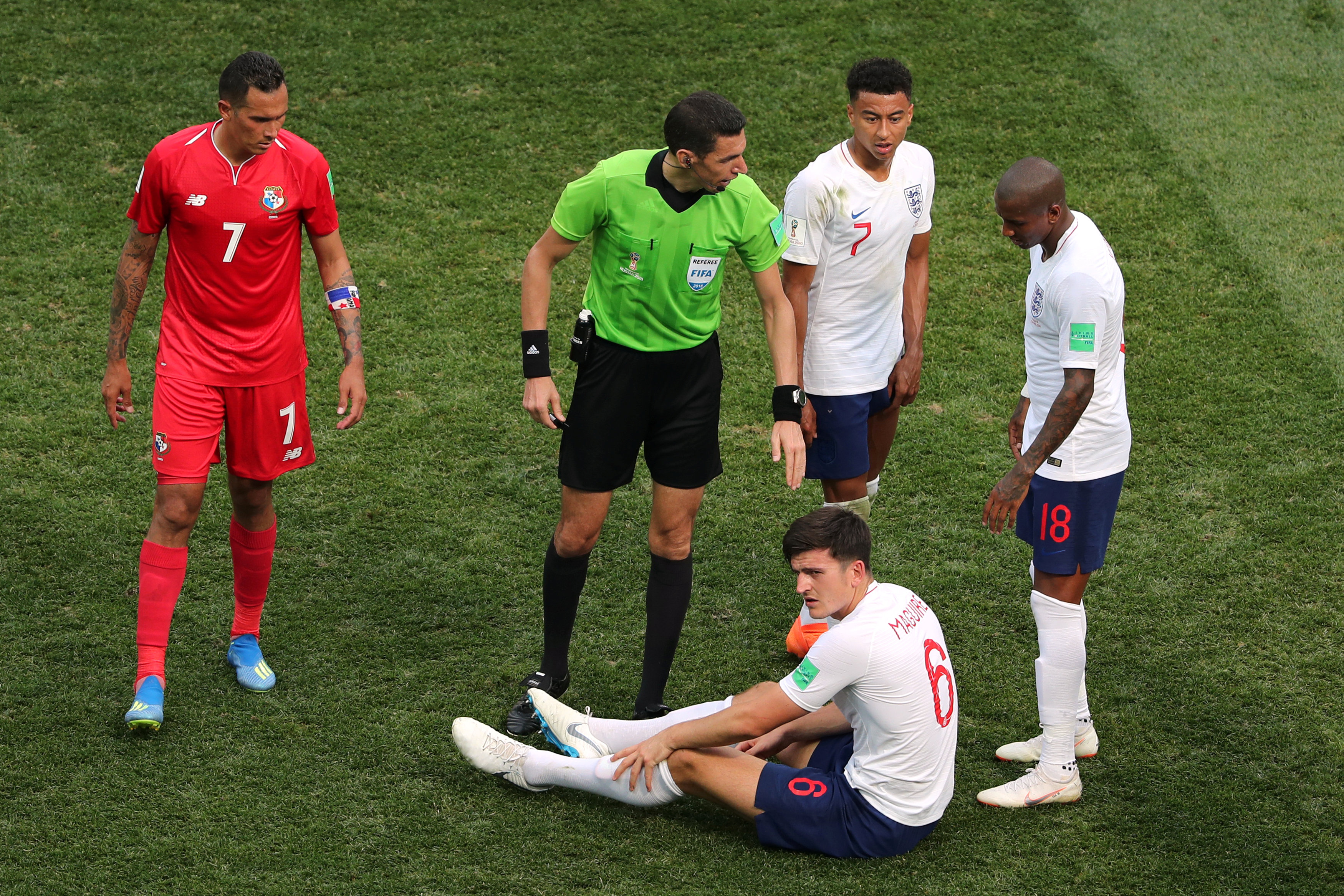 جهاد جريشة يطمئن على لاعب منتخب إنجلترا