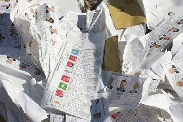 بطائق انتخابات الاتراك فى القمامة
