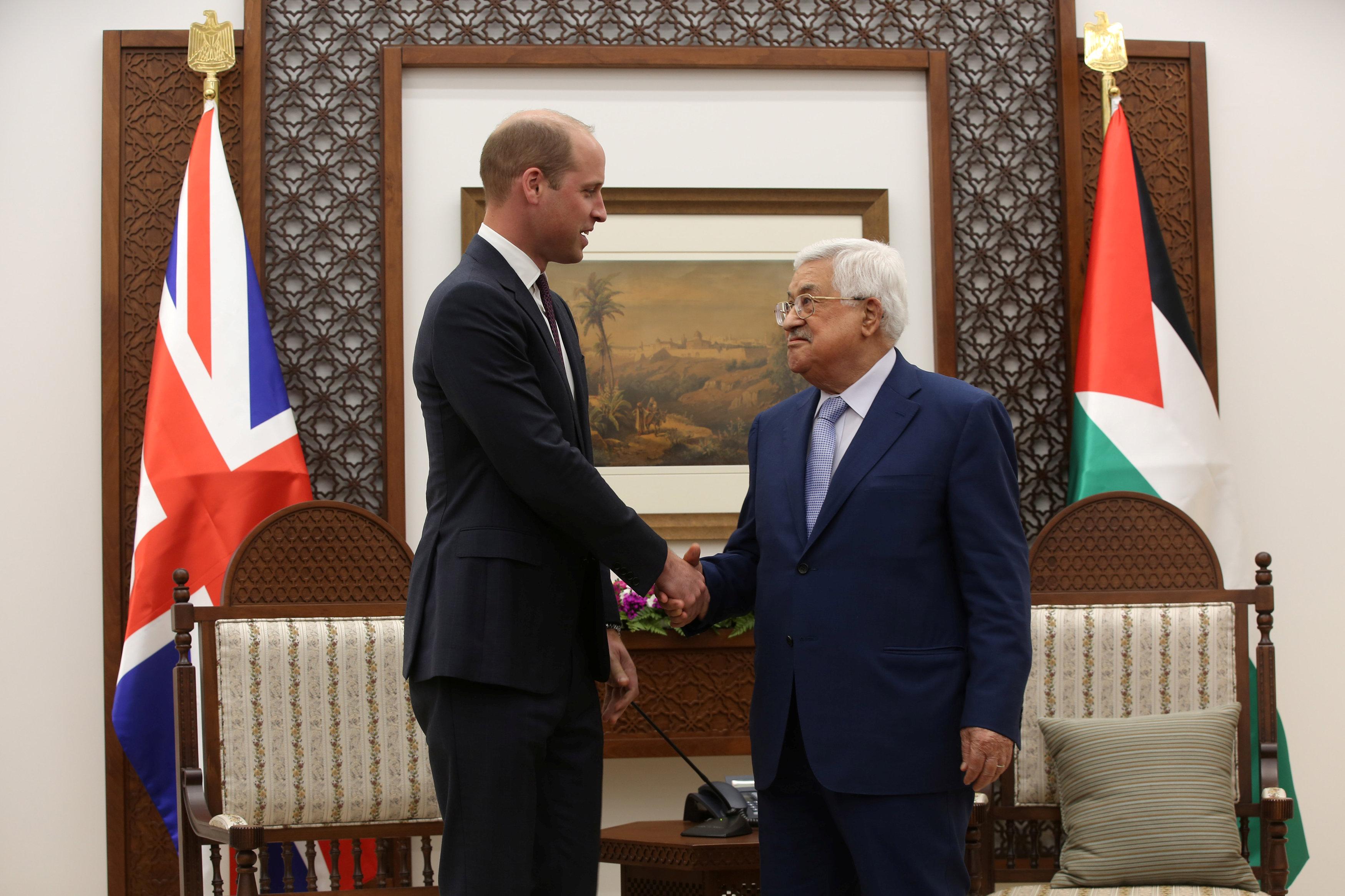 مصافحة بين الرئيس الفلسطينى والأمير وليام