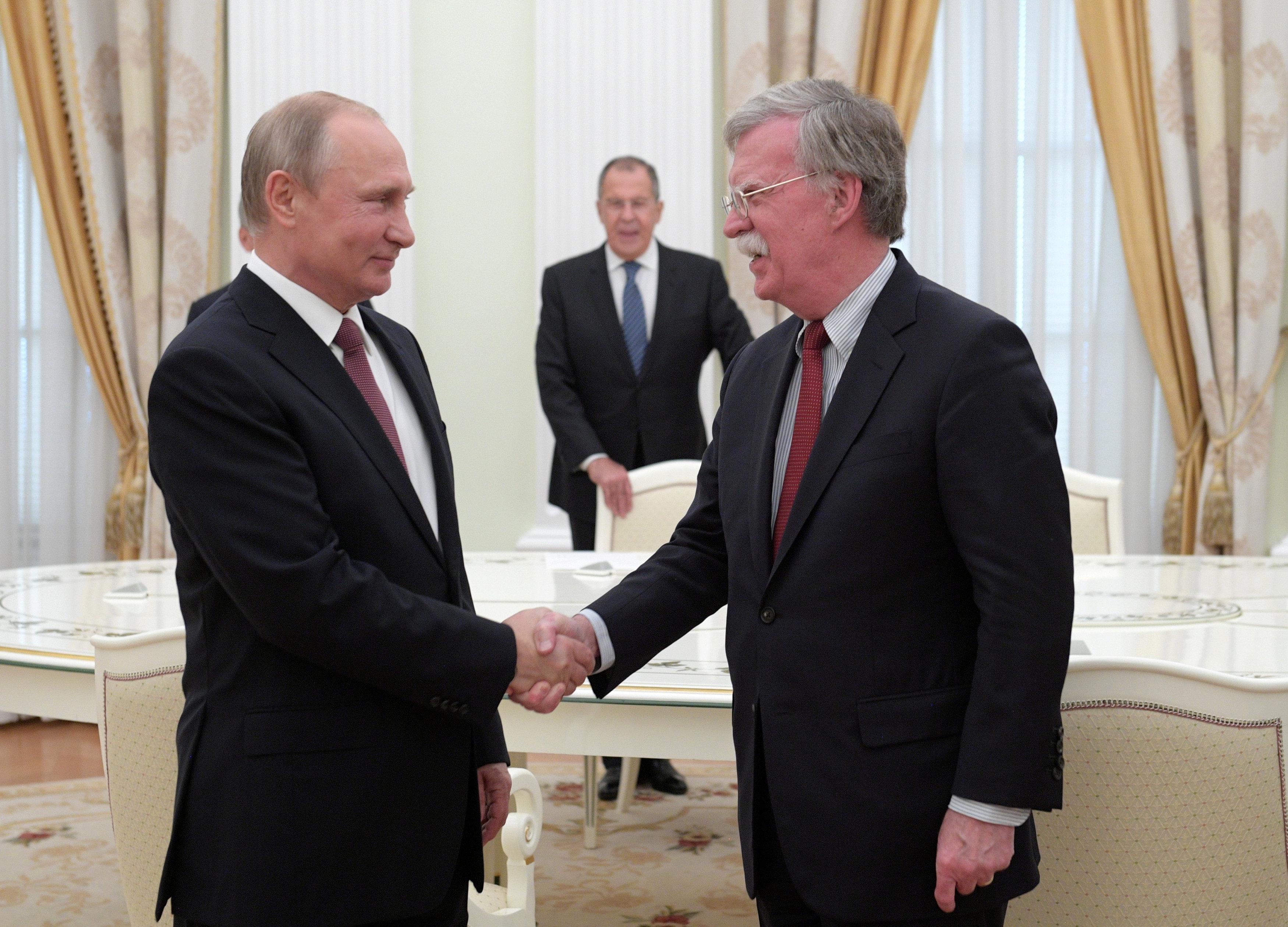 بوتين وجون بولتون