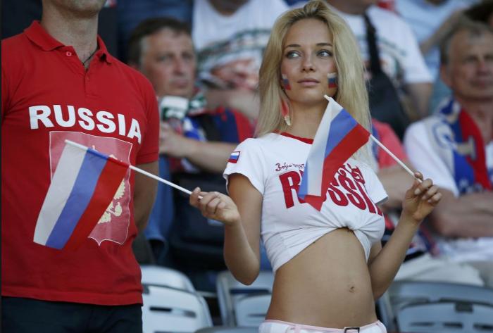 مشجعات بكأس العالم