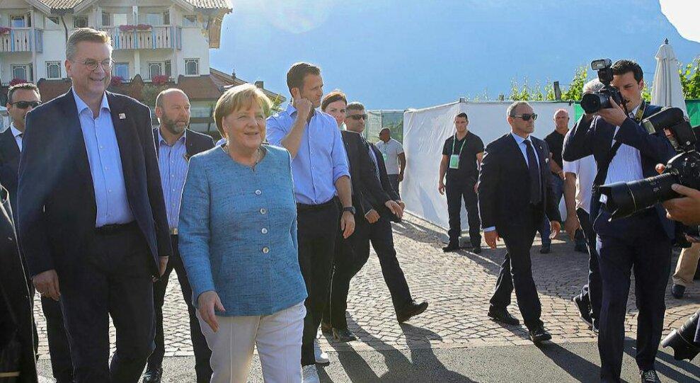 ميركل ومسئولى الاتحاد الالمانى