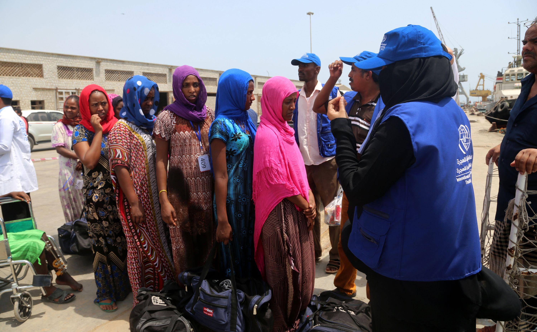 إجلاء مهاجرين من اليمن عبر ميناء الحديدة