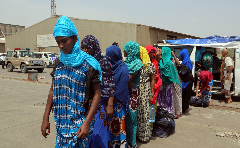مهاجرات أثيوبيات فى ميناء الحديدة باليمن