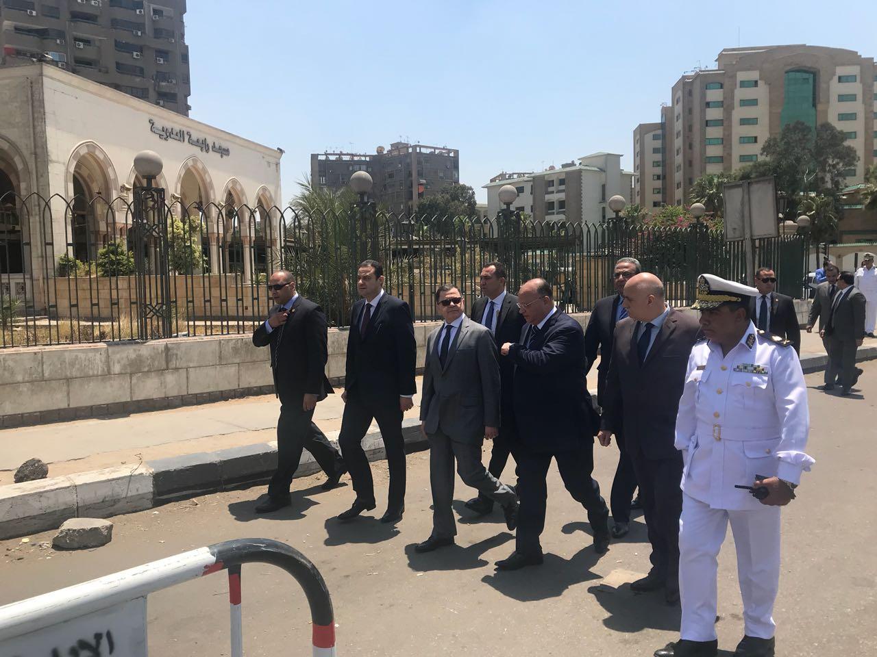 وزير الداخلية يتفقد ميدان رابعة العدوية