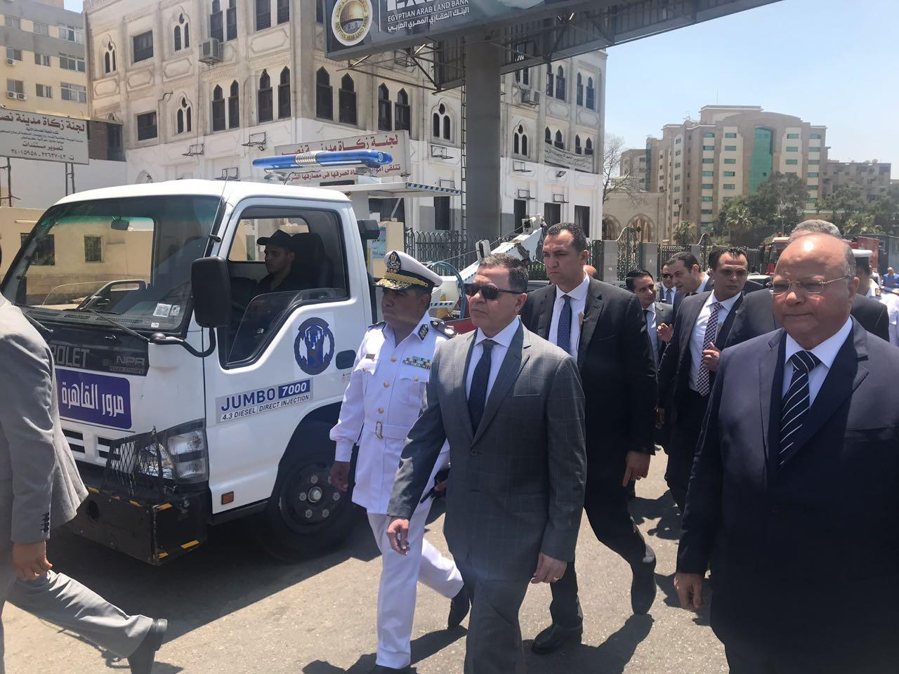 وزير الداخلية يتفقد الحالة الامنية بالشوارع