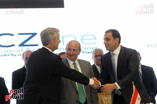 توقيع عقد أكبر مجمع للبتروكيماويات فى الشرق الأوسط (25)
