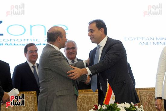توقيع عقد أكبر مجمع للبتروكيماويات فى الشرق الأوسط (24)