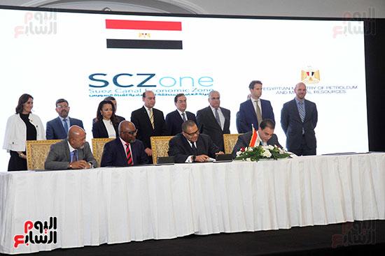 توقيع عقد أكبر مجمع للبتروكيماويات فى الشرق الأوسط (27)