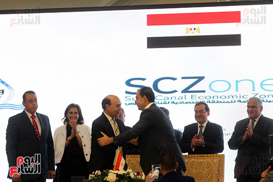 توقيع عقد أكبر مجمع للبتروكيماويات فى الشرق الأوسط (21)