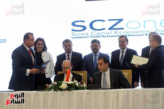 توقيع عقد أكبر مجمع للبتروكيماويات فى الشرق الأوسط (18)