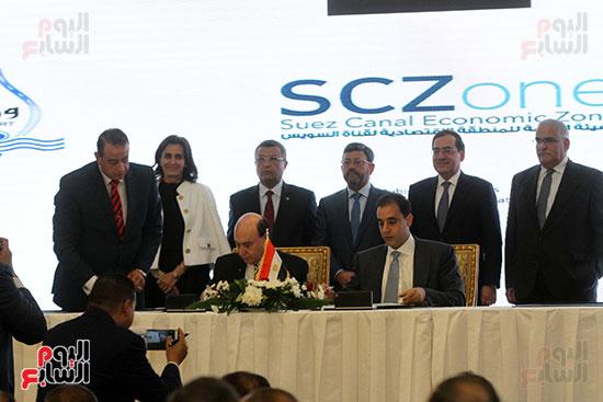 توقيع عقد أكبر مجمع للبتروكيماويات فى الشرق الأوسط (19)