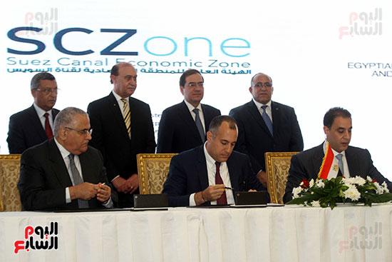 توقيع عقد أكبر مجمع للبتروكيماويات فى الشرق الأوسط (28)