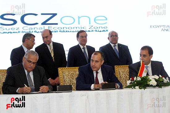 توقيع عقد أكبر مجمع للبتروكيماويات فى الشرق الأوسط (29)