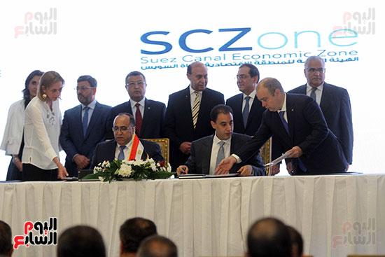 توقيع عقد أكبر مجمع للبتروكيماويات فى الشرق الأوسط (22)