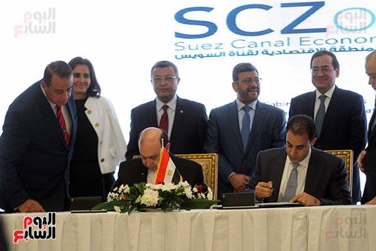 توقيع عقد أكبر مجمع للبتروكيماويات فى الشرق الأوسط (17)