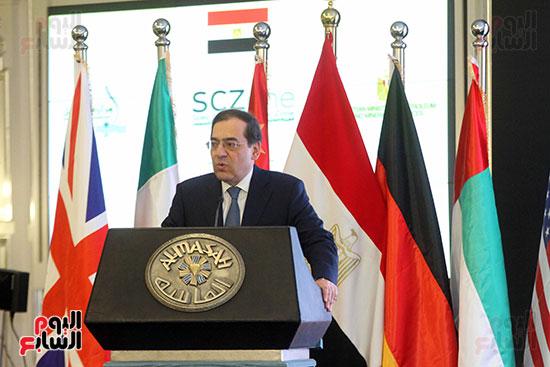 توقيع عقد أكبر مجمع للبتروكيماويات فى الشرق الأوسط (16)