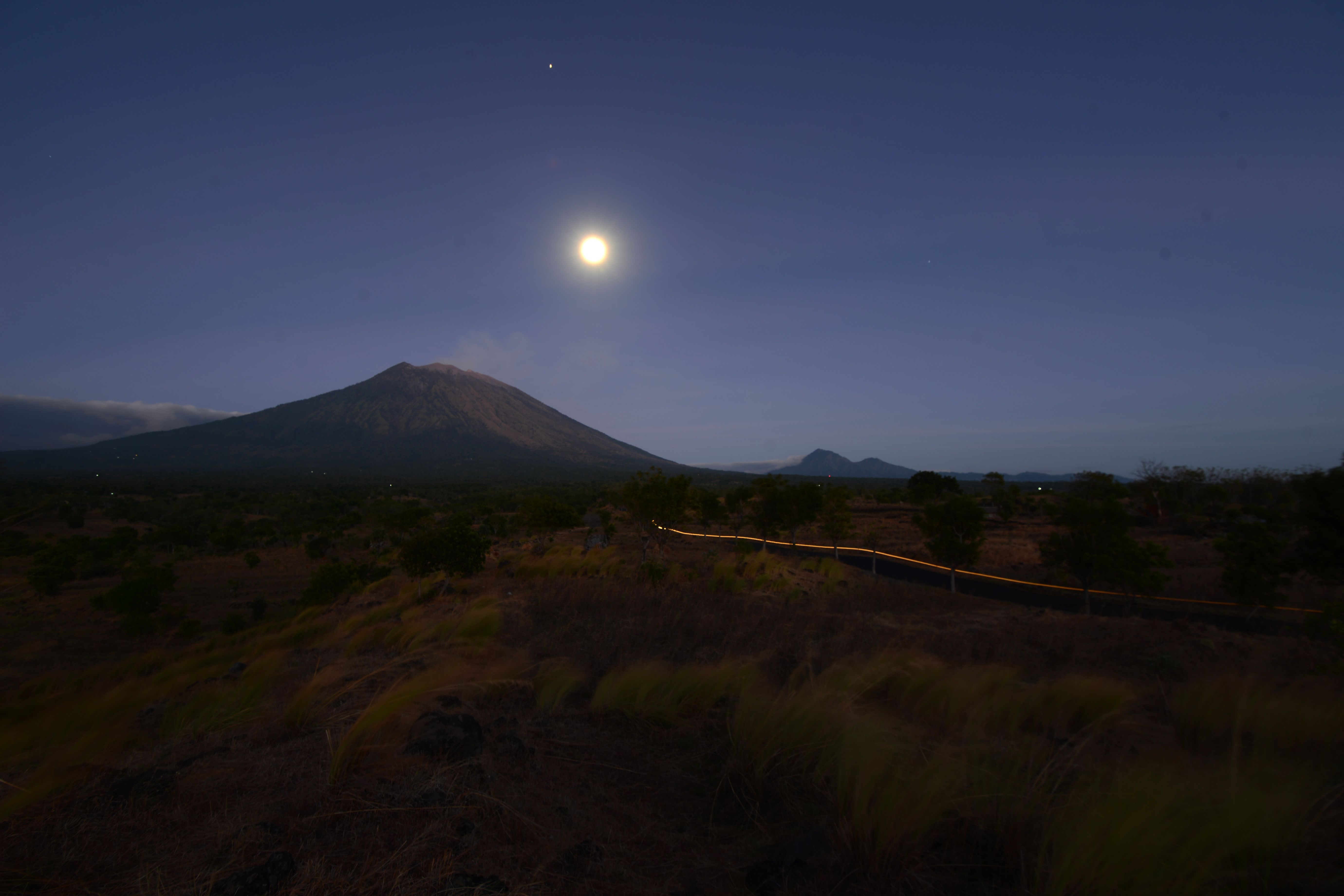 هدوء بركان جبل أجونج