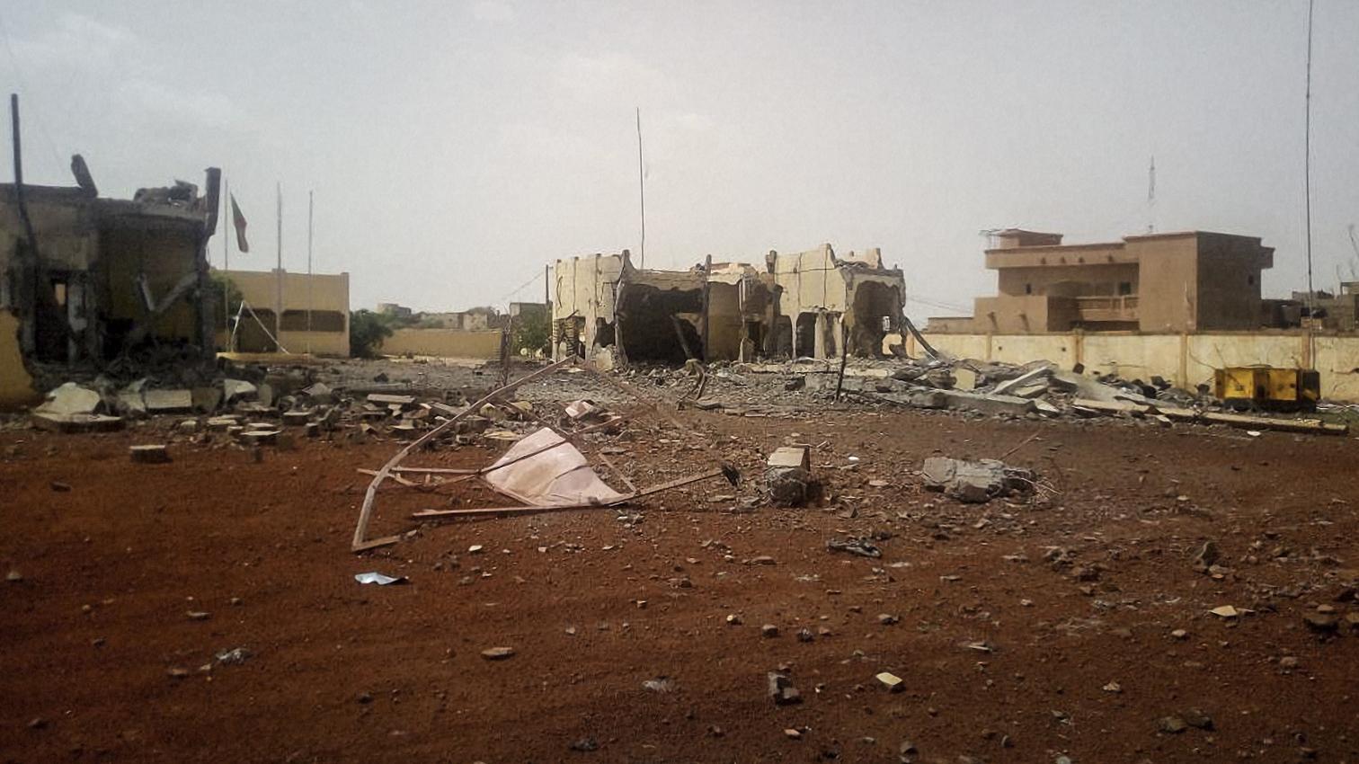 آثار الهجوم على مقر قوة مجموعة الساحل فى مالى