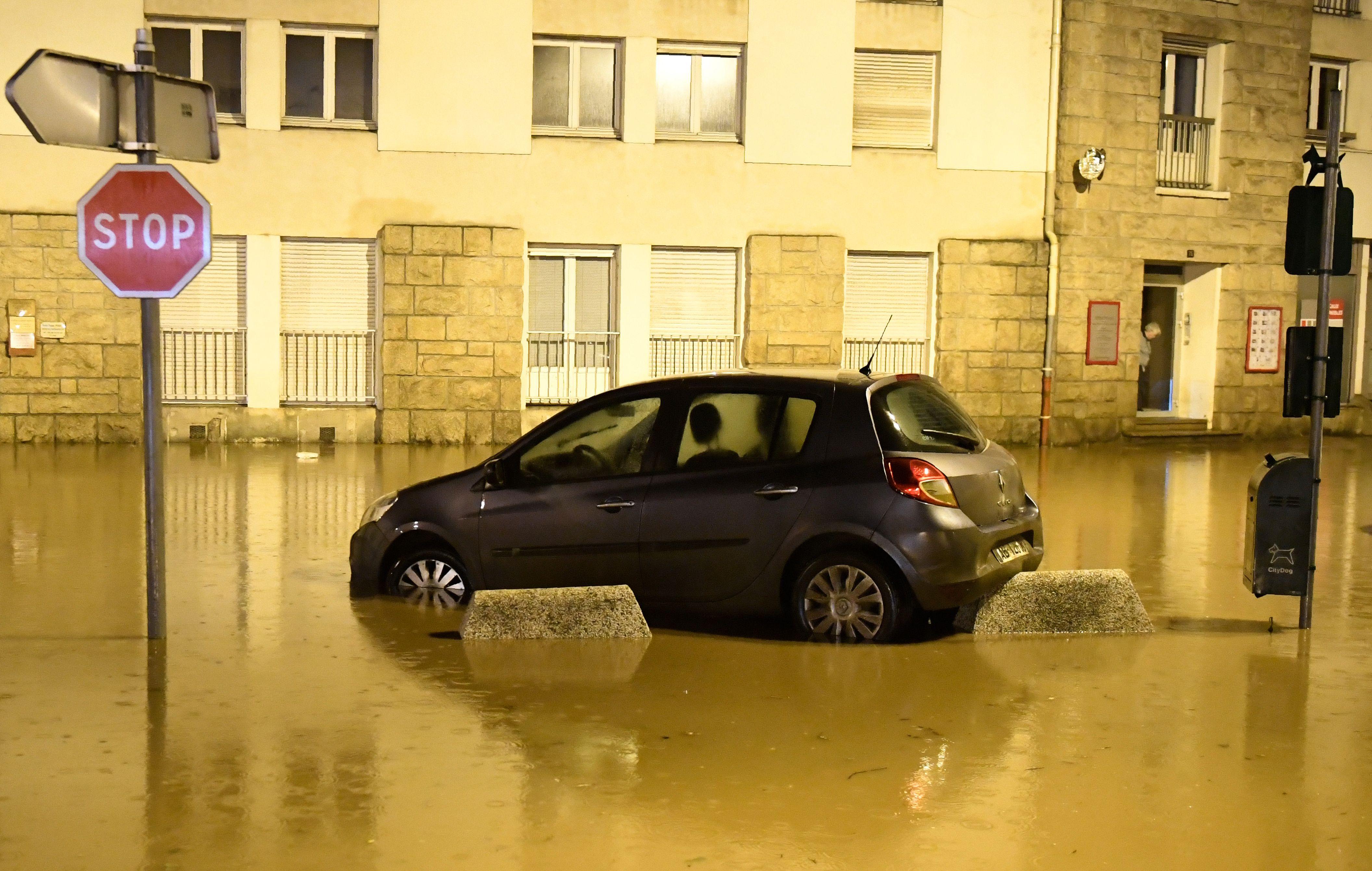أمطار فى شوارع مورليه