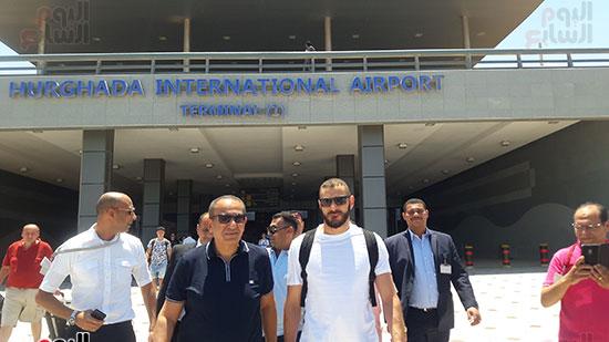 كريم-بنزيما-و-كامل-ابو-على-يغادرون-مطار-الغردقة