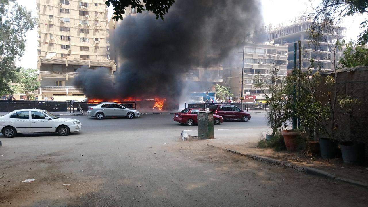 اندلاع حريق فى اتوبيس بشارع مصطفى النحاس