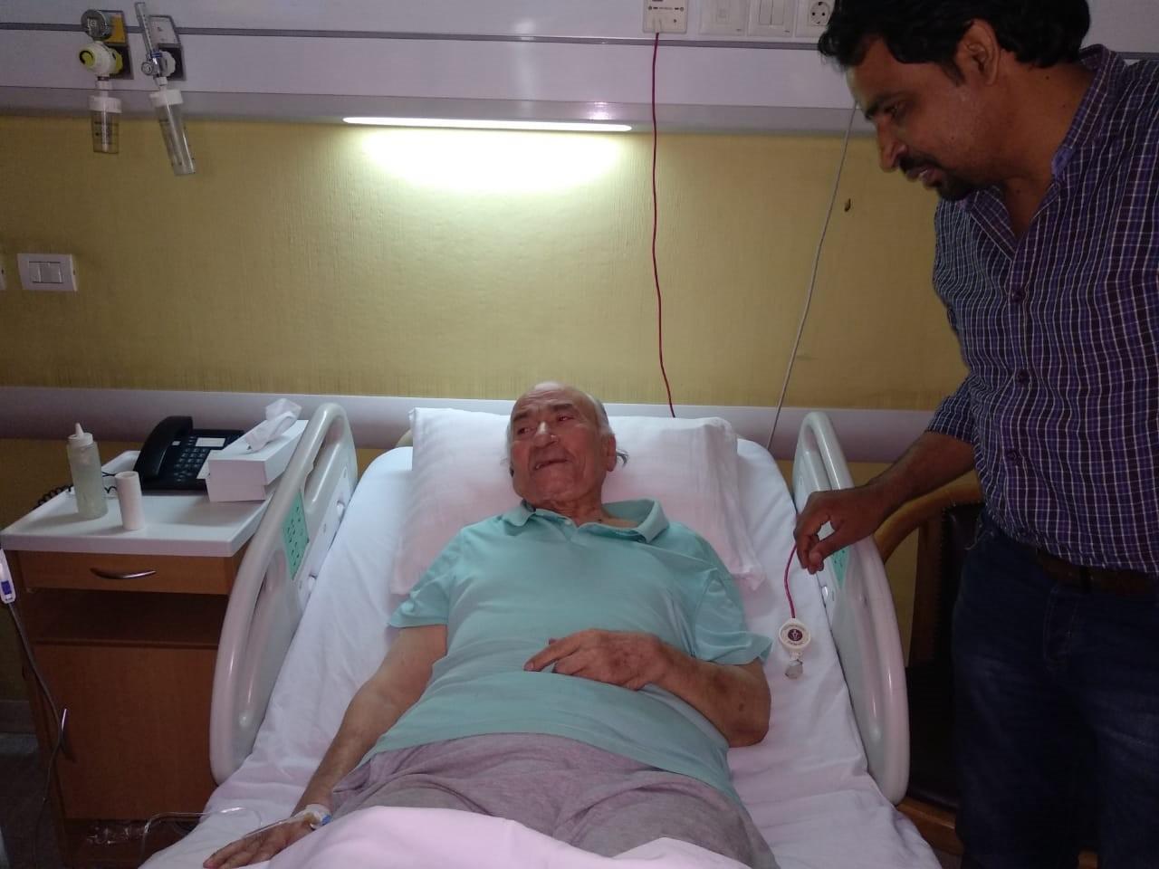 نقل الدكتوريوسف والى لمستشفى الزراعيين..وفريق طبى يعد تقريرا حول حالته  142234-يوسف-والى--فى--حضرة-مستشفى-الزراعيين-(9)