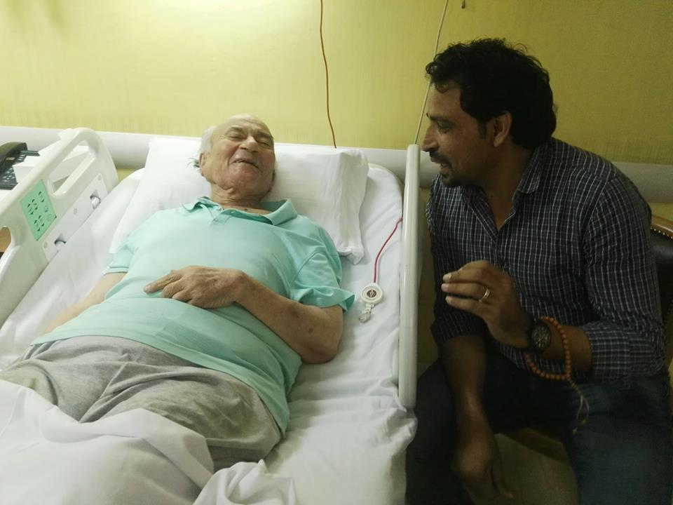 نقل الدكتوريوسف والى لمستشفى الزراعيين..وفريق طبى يعد تقريرا حول حالته  63429-يوسف-والى--فى--حضرة-مستشفى-الزراعيين-(2)