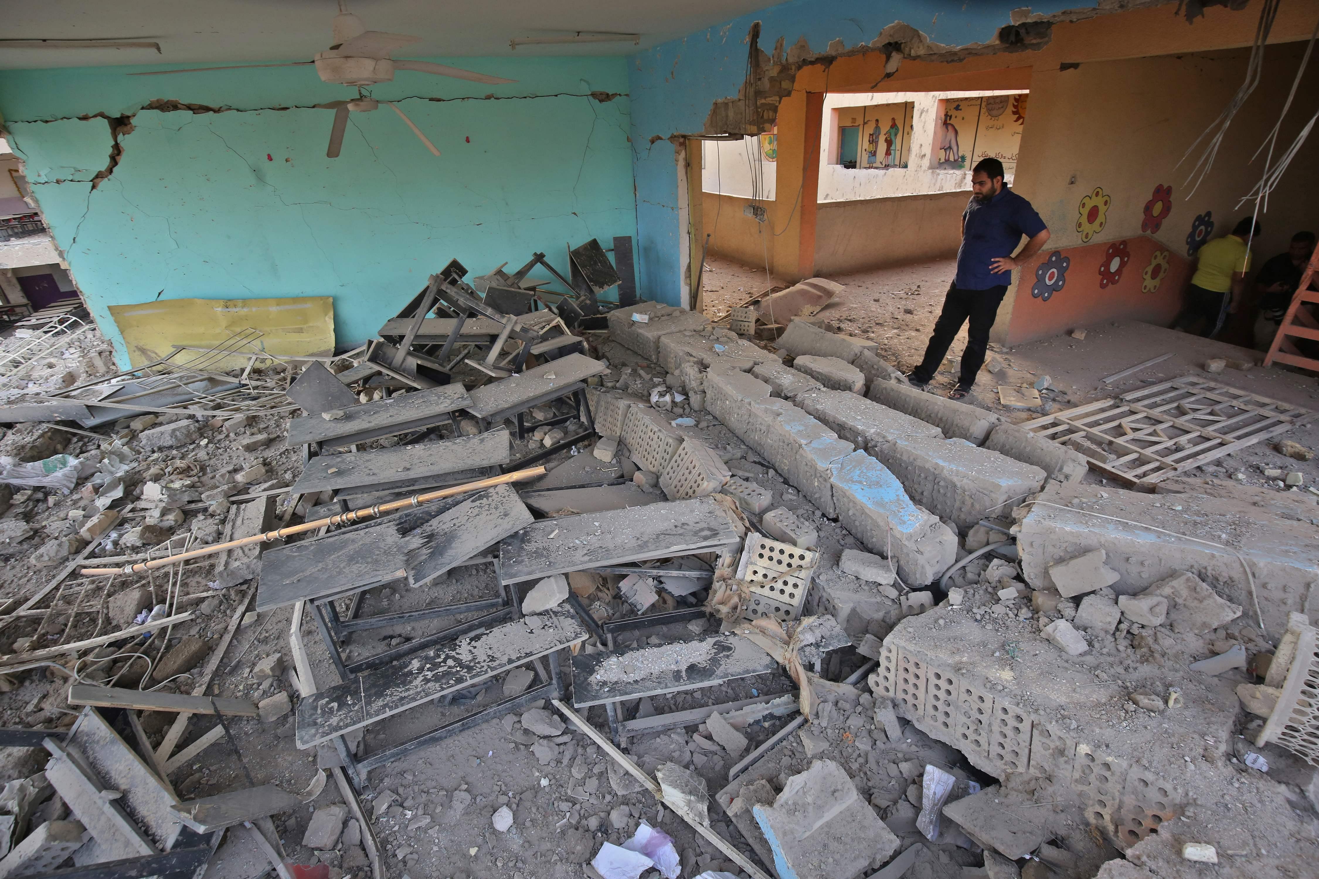 مواطن عراقى بموقع التفجير