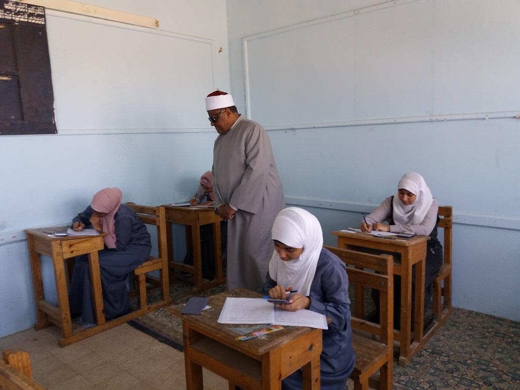 وكيل الأزهر يتابع امتحانات الثانوية الأزهرية من معاهد الغردقة (11)