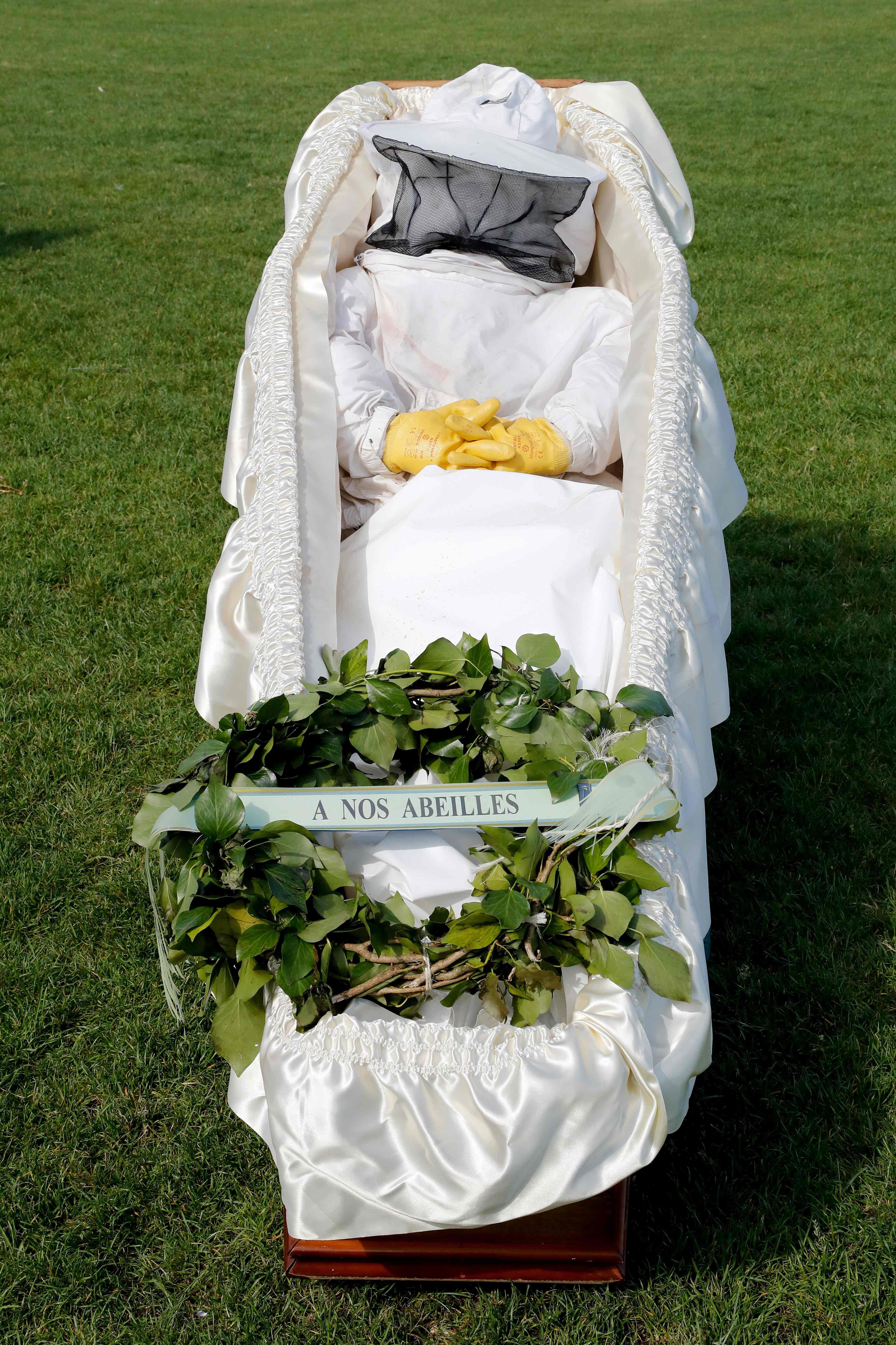 جنازة رمزية