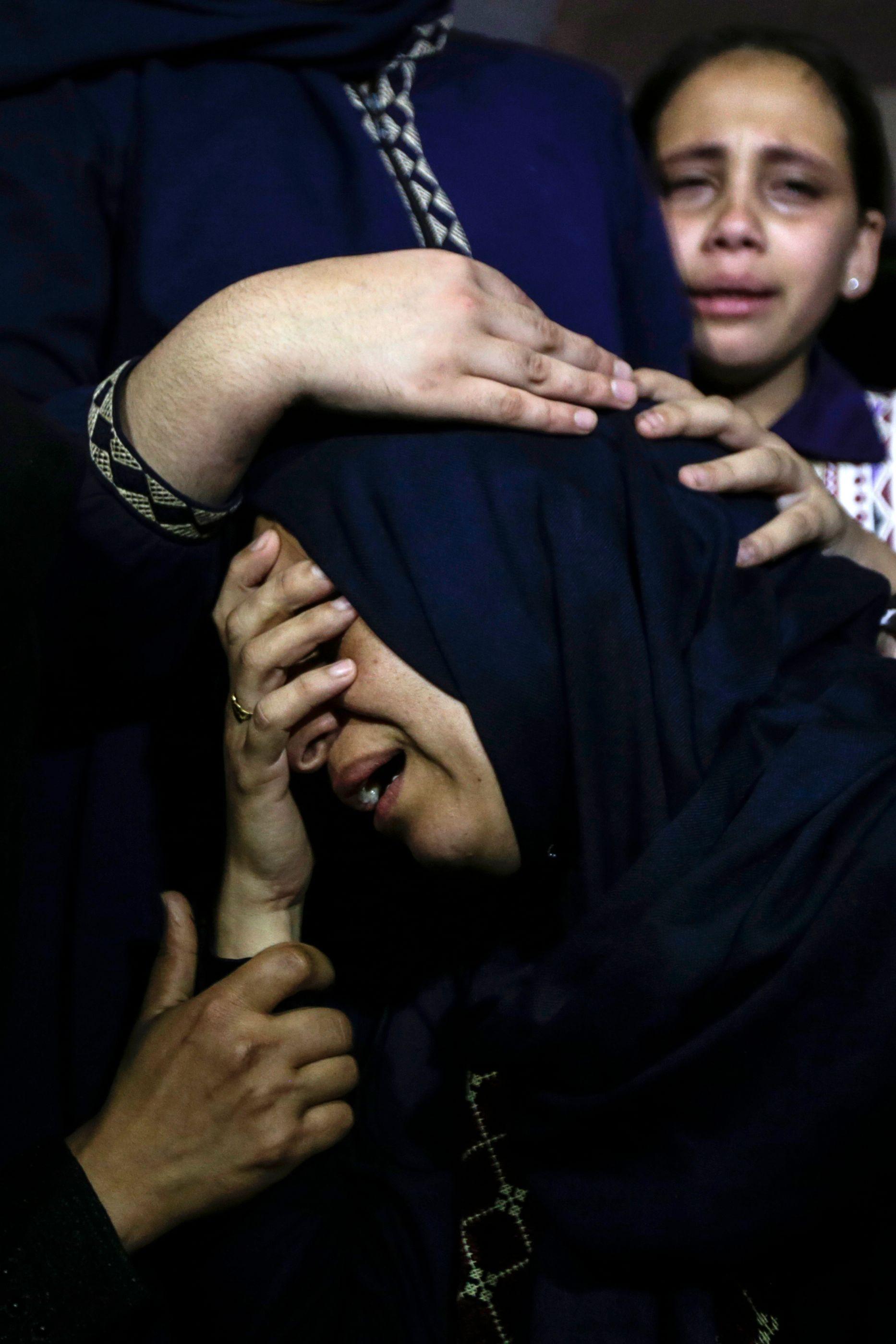 بكاء زوجة شهيد فلسطينى فى مليونية القدس