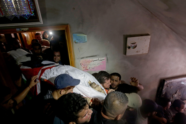 تشييع جثمان الشهيد الفلسطينى يوسف الفصيح