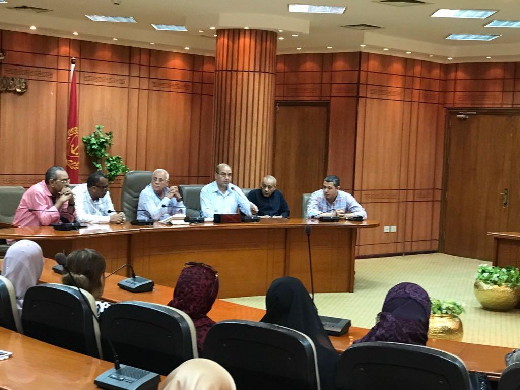 اجتماع محافظ بورسعيد ومديرى الإدارات التعليمية (2)