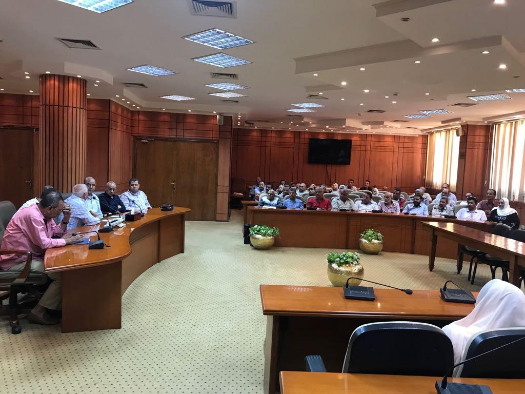 اجتماع محافظ بورسعيد ومديرى الإدارات التعليمية (3)